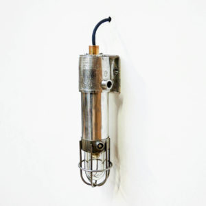 Small anti-deflagration wall light with fence anciellitude