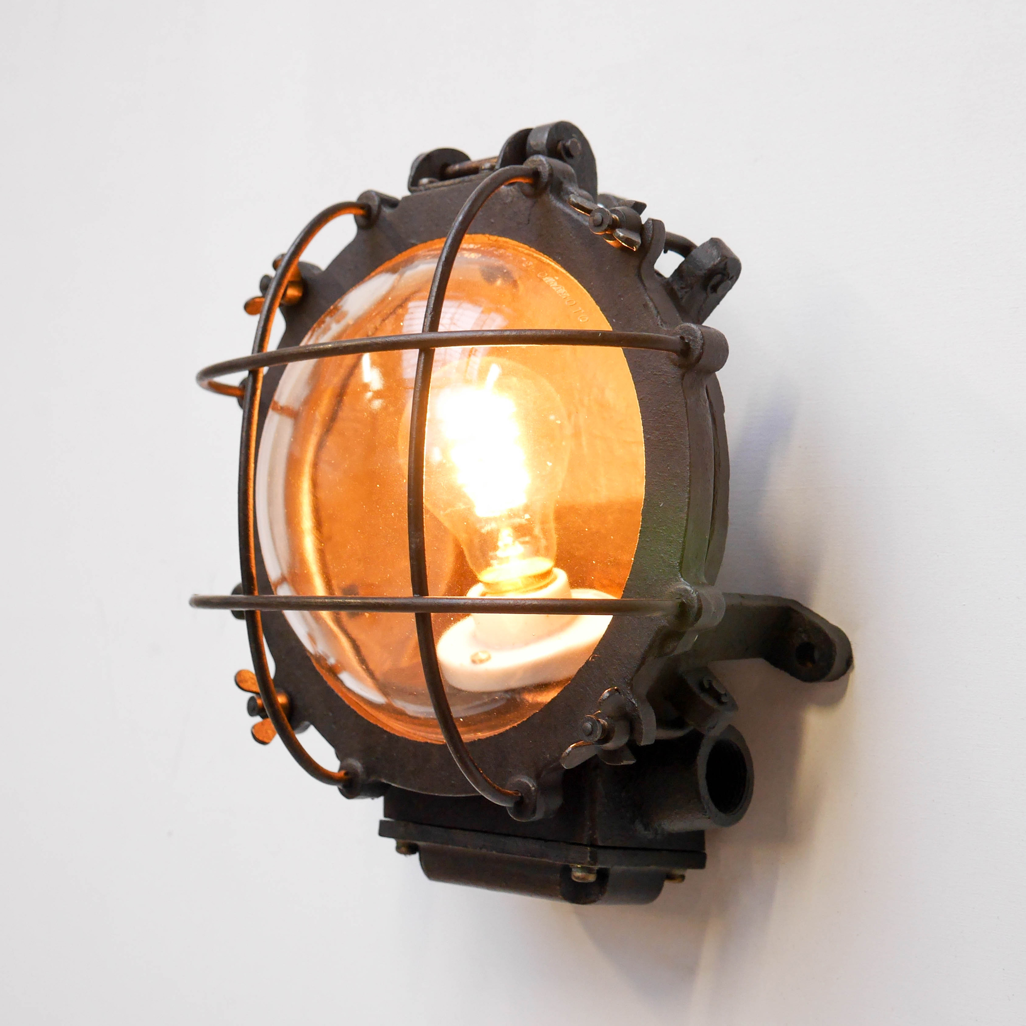 applique ronde grillag e fonte d 39 acier patin e. Black Bedroom Furniture Sets. Home Design Ideas