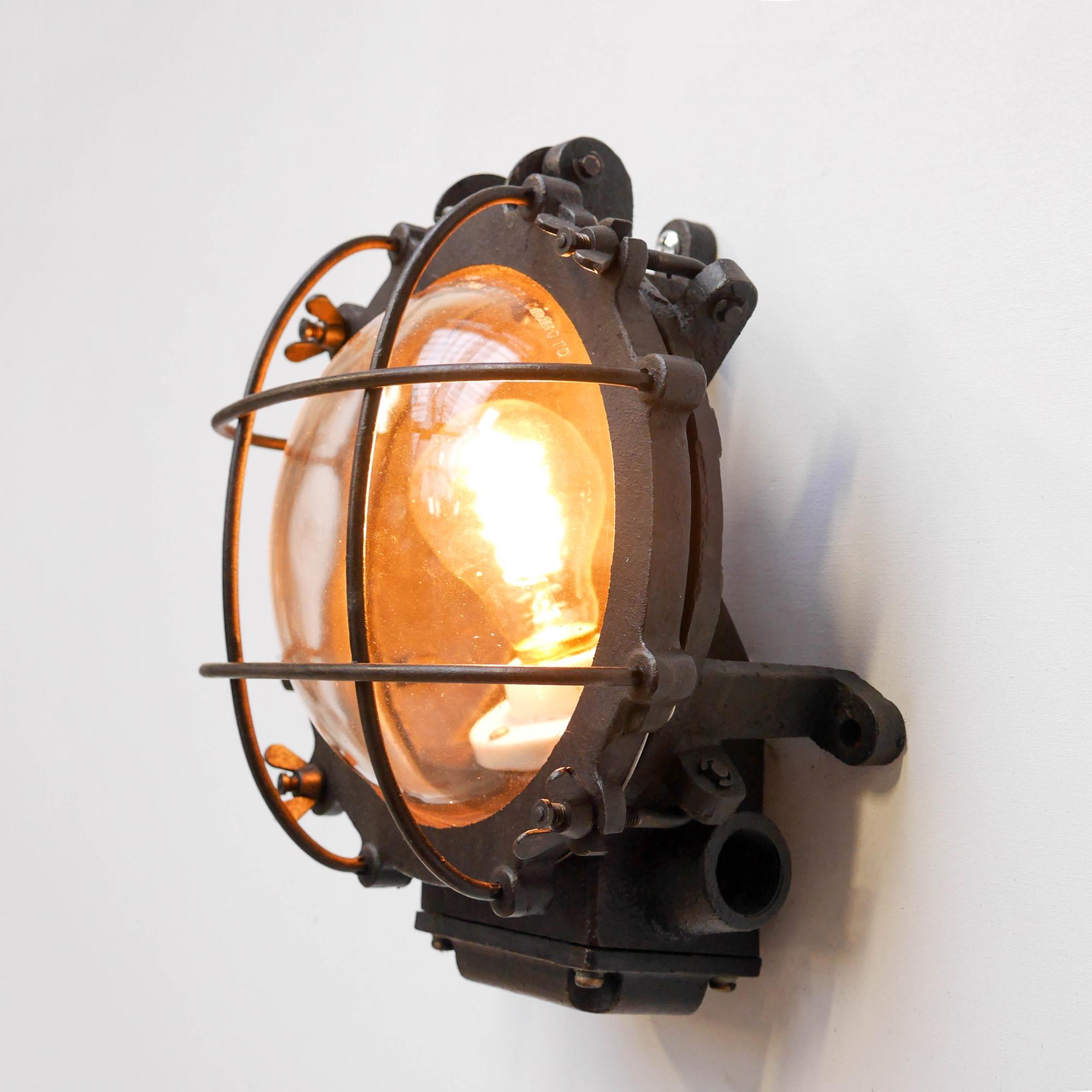 applique ronde grillag e fonte d 39 acier patin e anciellitude anciellitude. Black Bedroom Furniture Sets. Home Design Ideas