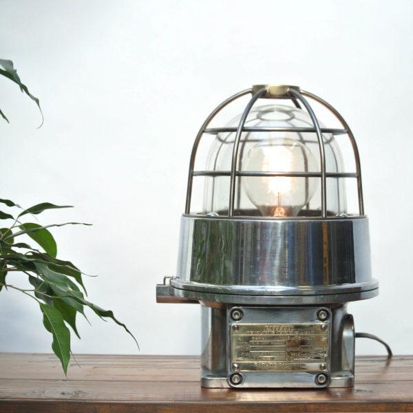 Lampe signalétique japonaise anciellitude