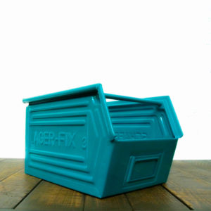Coloured metallic crates - turquoise anciellitude