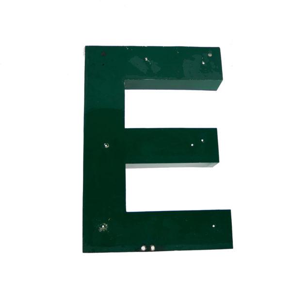Grande lettre E verte en métal vintage anciellitude